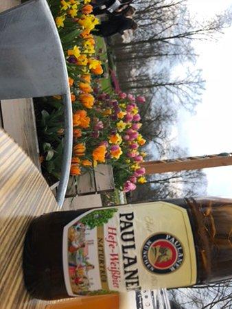 Кёкенхоф: A drink among the flowers