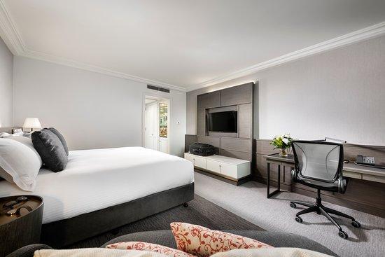 Pan Pacific Perth: Premier King Room - Bedroom