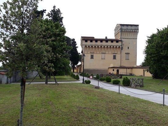 Villa Castello Smilea: panoramica dal giardino
