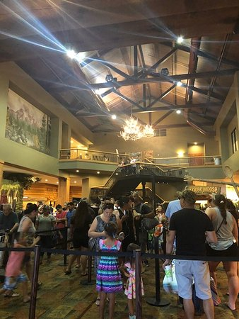 Great Wolf Lodge Southern California / Garden Grove: Long line @check in