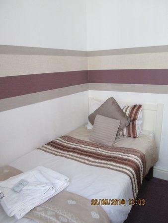 The Garnett Hotel: single room non en-suite