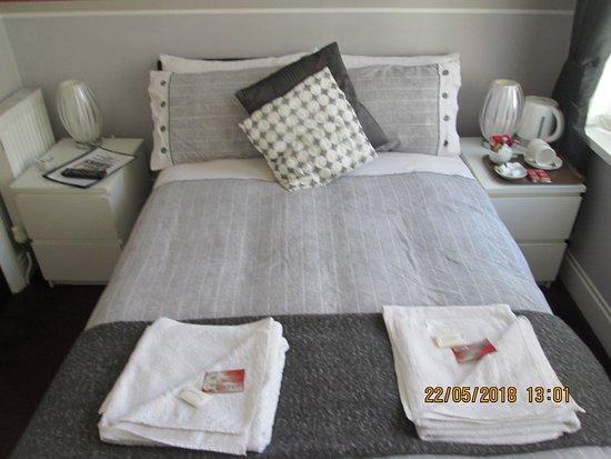 The Garnett Hotel: small double en-suite room 4