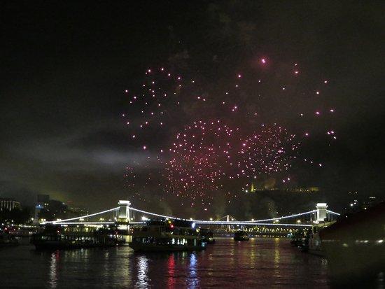 Цепной мост Сечени: Imperdibile una gita in battello sul fiume