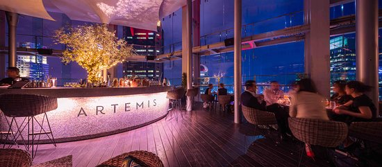 Artemis Grill & Sky Bar: Happy Hour begins daily at 5pm