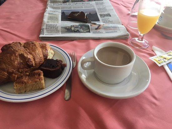 Hotel Montemar: Breakfast