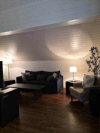 Balsfjord Municipality, Norwegia: Suite - Living room 2nd floor.