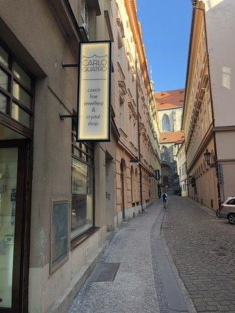 CARLO QUATRO: Quiet street behind the old town square. Týnská ulička 627/8