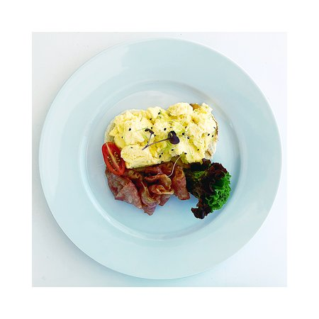 Anargyros Antiparos: scrambled eggs on toasted bread with bacon and vegetables!