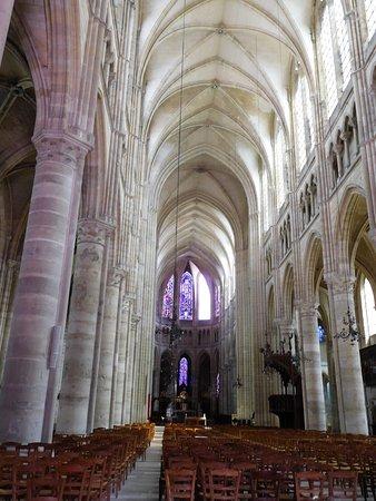 Cathedrale Saint-Gervais Saint-Protais: les piliers, voûtes et ogives