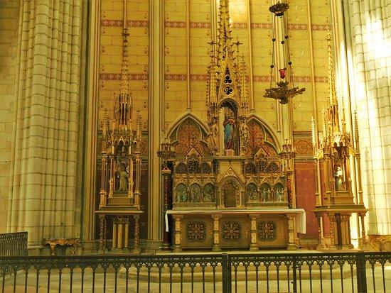 Cathedrale Saint-Gervais Saint-Protais: autel