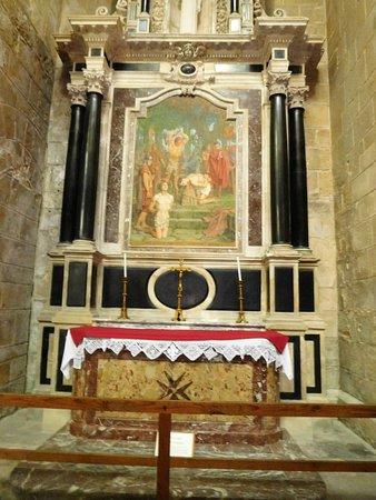 Cathedrale Saint-Gervais Saint-Protais: un autel
