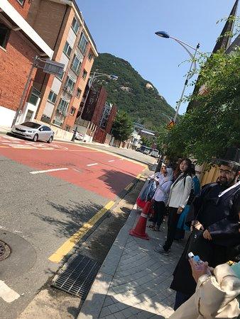 Gyeongbokgung Palace: on our way to the Gyeongbok palace