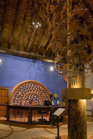 Ardea Purpurea Lodge: Recepción del hotel con la Ardea Purpurea presidiendo el mostrador
