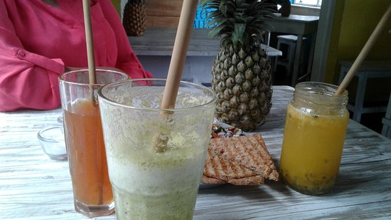 Cafe Secret Alley: Fresh juices, iced teas, and good coffee.