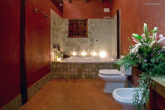 Ardea Purpurea Lodge: Detalle del baño de nuestra junior suite con bañera hidromasaje
