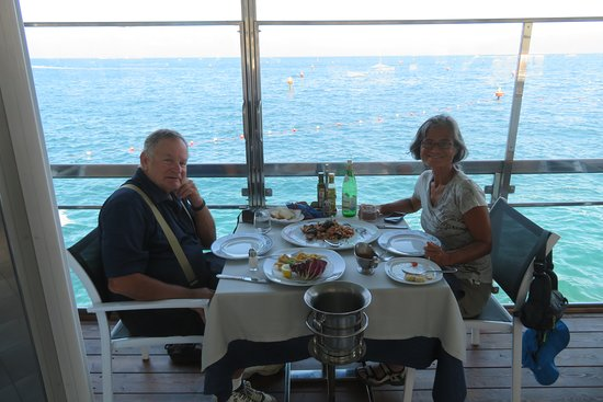 Ristorante Bagni Delfino: Lunch at the sea; yes thanks!