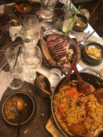 Komune: Main course - Steak and paella