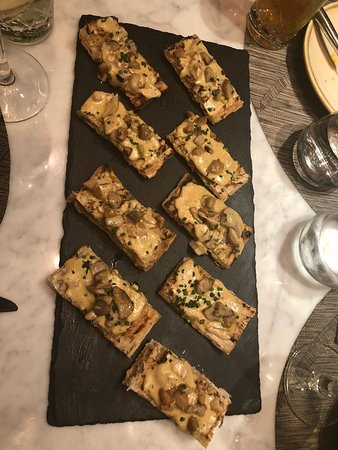 Komune: Appetizer - mushroom toast
