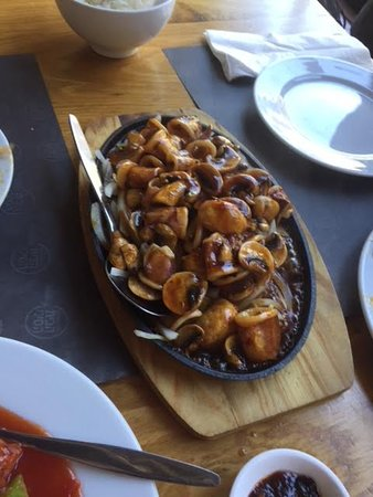 Peking Duck House: calamari and mushrooms in oyster sauce