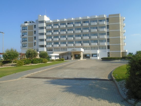 Alion Beach Hotel: Front of hotel