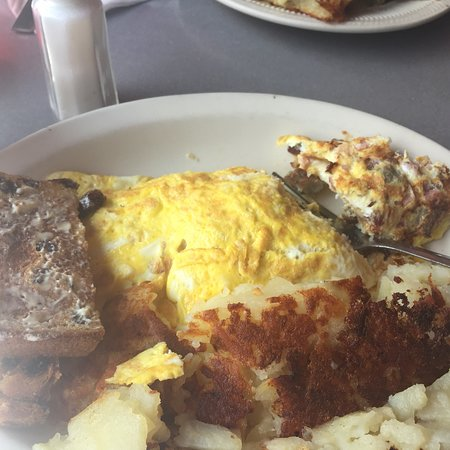 Neptune Diner: Carb omelette, was delicious and so good that my husband ordered one to go for lunch that day