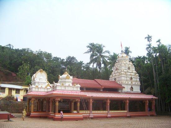 Malvan, الهند: Full View of the Temple