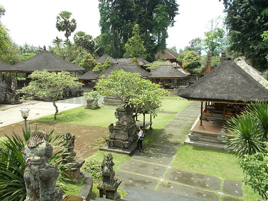 Pura Samuan Tiga Temple: View of the temple grounds from the higher area (on the front side of the temple grounds)