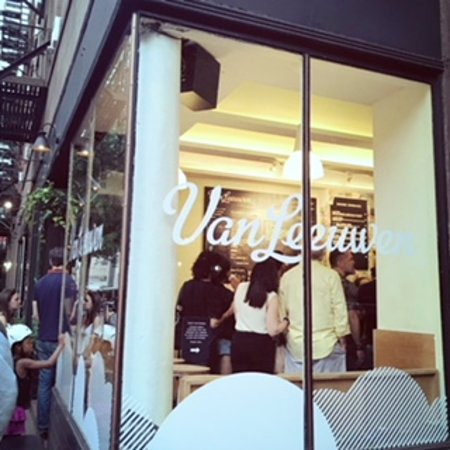 ‪‪Van Leeuwen Artisan Ice Cream‬: Outside Greenwich Village location‬