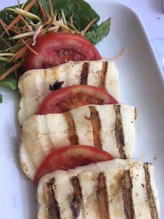 Medusa Restaurant: Gefriller Halloumi mit frischen Tomaten