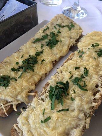 Medusa Restaurant: Knoblauchbrot mit Käse