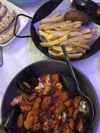 Medusa Restaurant: Muscheln Saganaki und Kartoffelvariation