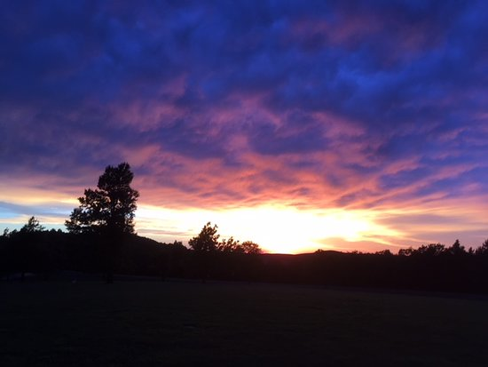 Queen Wilhelmina Lodge: Sunset from the camping area
