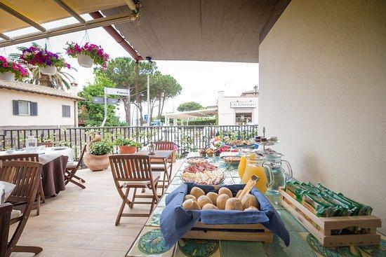Mali Trevignano - Hotel & Cocktail Bar: Buffet Colazione