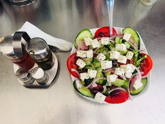 To Gefuri: Greek salad