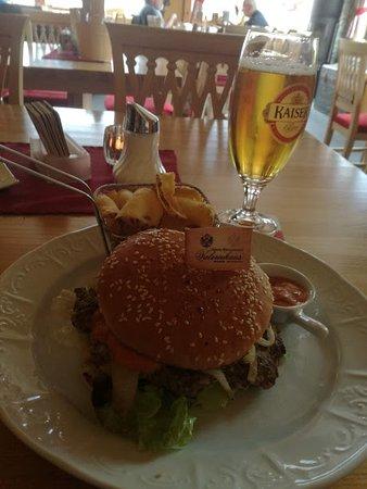 Alpen Restaurant Valeriehaus: Hamburger Valerie ( enorme )