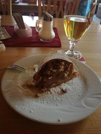 Alpen Restaurant Valeriehaus: Strudel di mele caldo ( squisito )