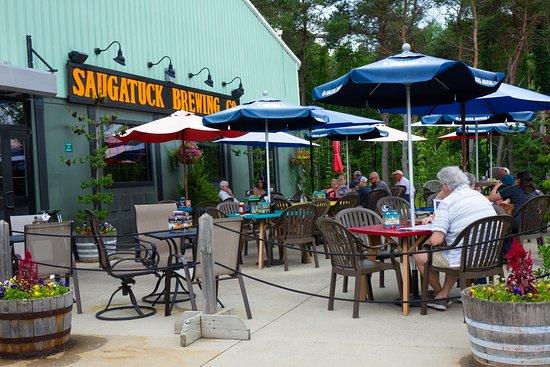 Superb Saugatuck Brewing Company: Beautiful Outdoor Patio