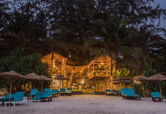 Chia Lounge: Beach Views