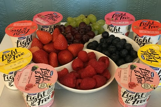 The Tennyson: Seasonal fruit and yoghurts