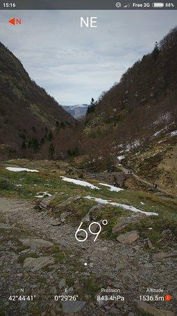 Oo, France: Vue du chemin de randonnée