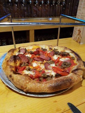Prospectors Pizzeria & Alehouse: The Lower 48 It Ain't pizza