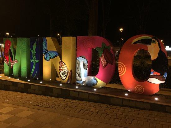 Mishqui Quinde - Sweet Hummingbird: Central plaza