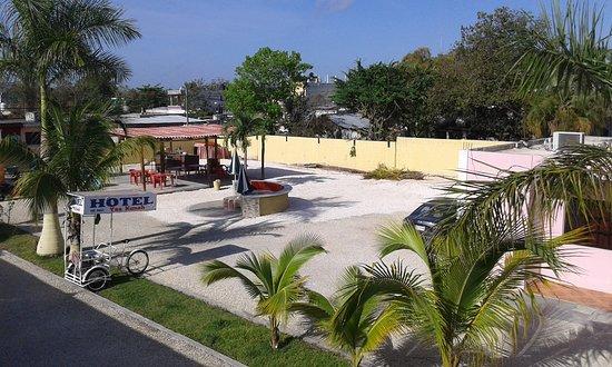 Escarcega, Mexiko: vista superior patio,parte trasera del hotel