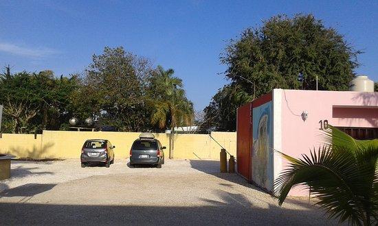 Escarcega, Mexiko: estacionamiento amplio y patio