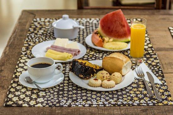 Lucca Hotel Pousada: Café da manhã