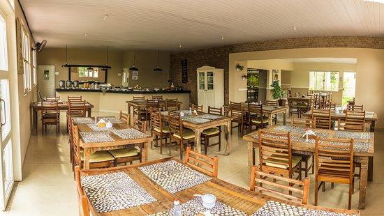 Lucca Hotel Pousada: Área do café do manhã
