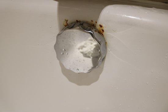 Slaley Hall: Rust around the bath fitting