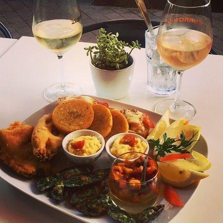 Omer cantine méditerranéenne: Assiette de tapas à partager pour l'apéro