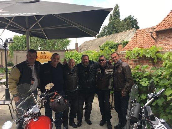 West-Vlaanderen, België: 6 Bikers on tour, thanks for the offroad parking