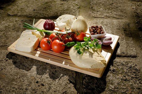 Restaurant Hanu' lui Manuc: cheese platter